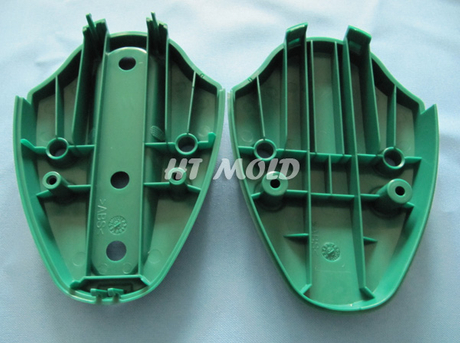Electronic plastic part